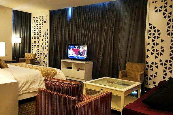 Room-Honeymoon-Suite